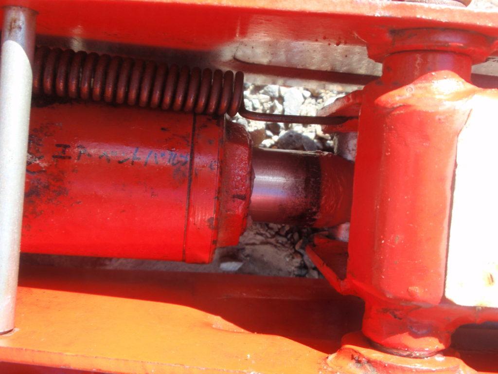 ガレージジャッキ 油圧シリンダーのロッド部汚れ