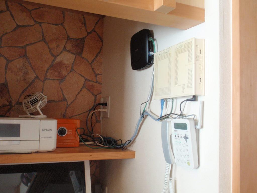 部屋の角は無線LAN親機の設置場所には向いていません