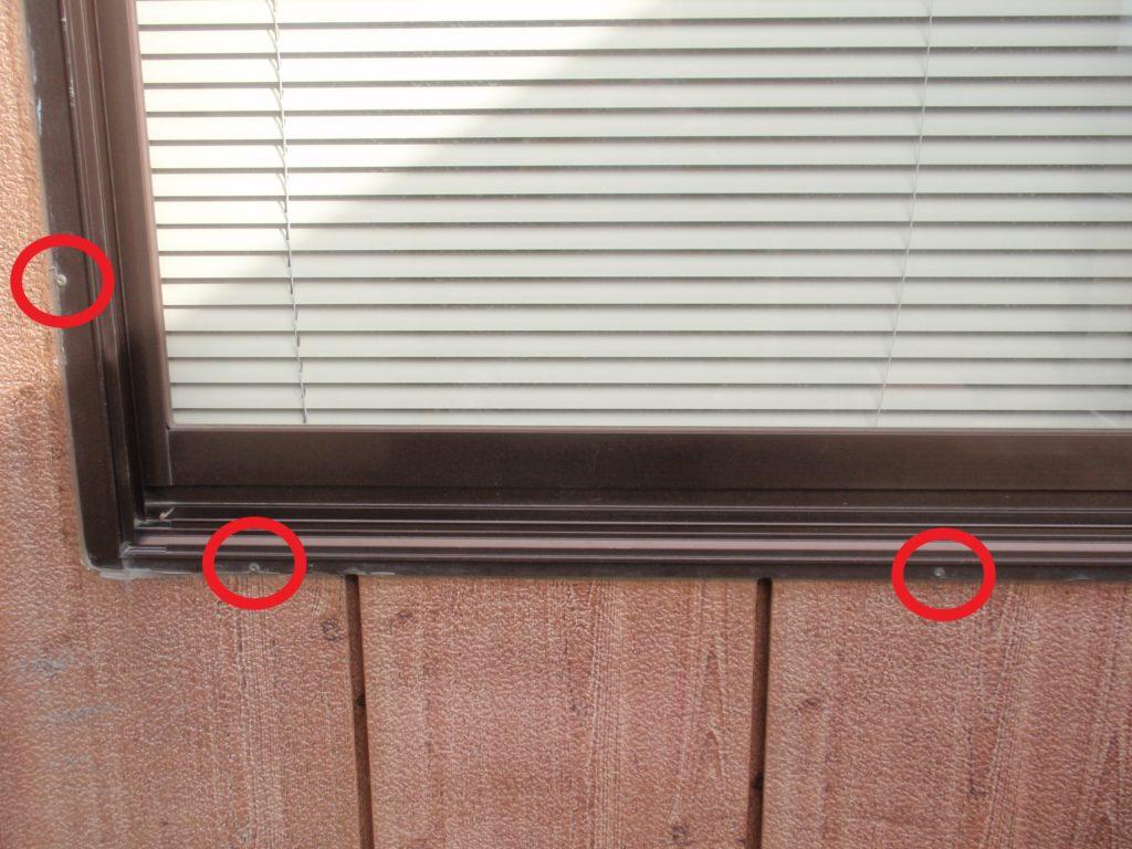 窓枠 リベット留め