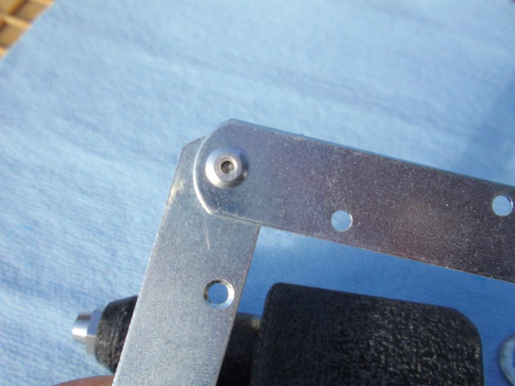 ブラインドリベット取り付け表面