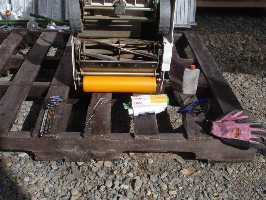 ロータリー式芝刈り機の調整道具
