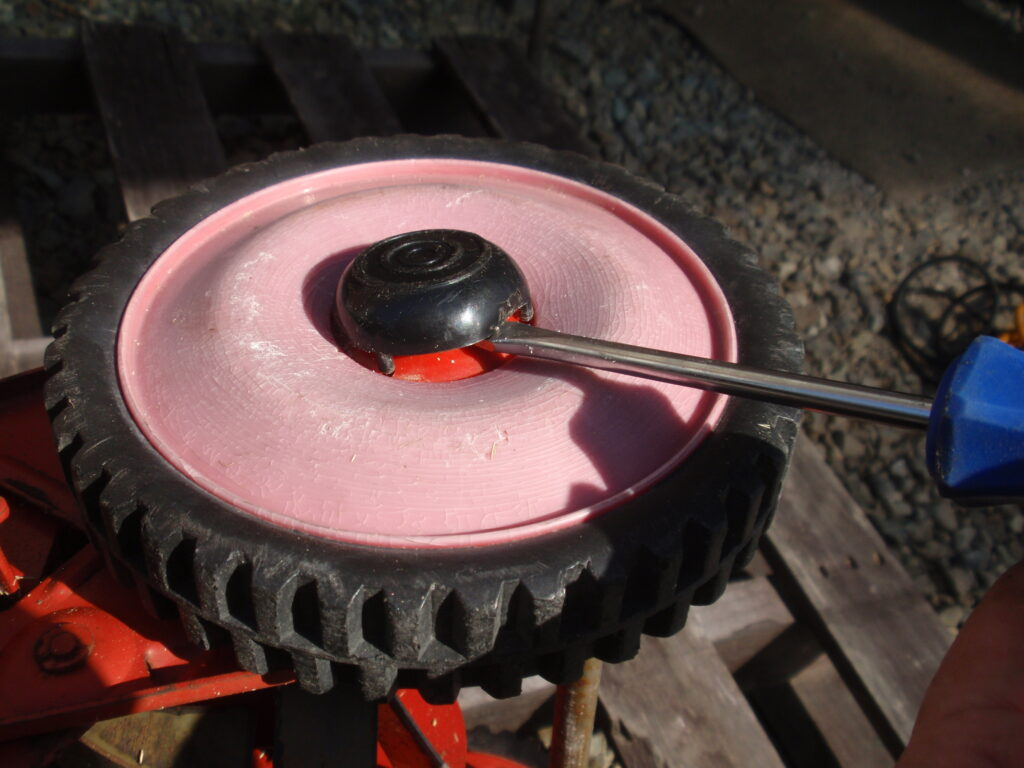 手押し式芝刈り機の刃の研磨 回転刃の逆転方法 手順1