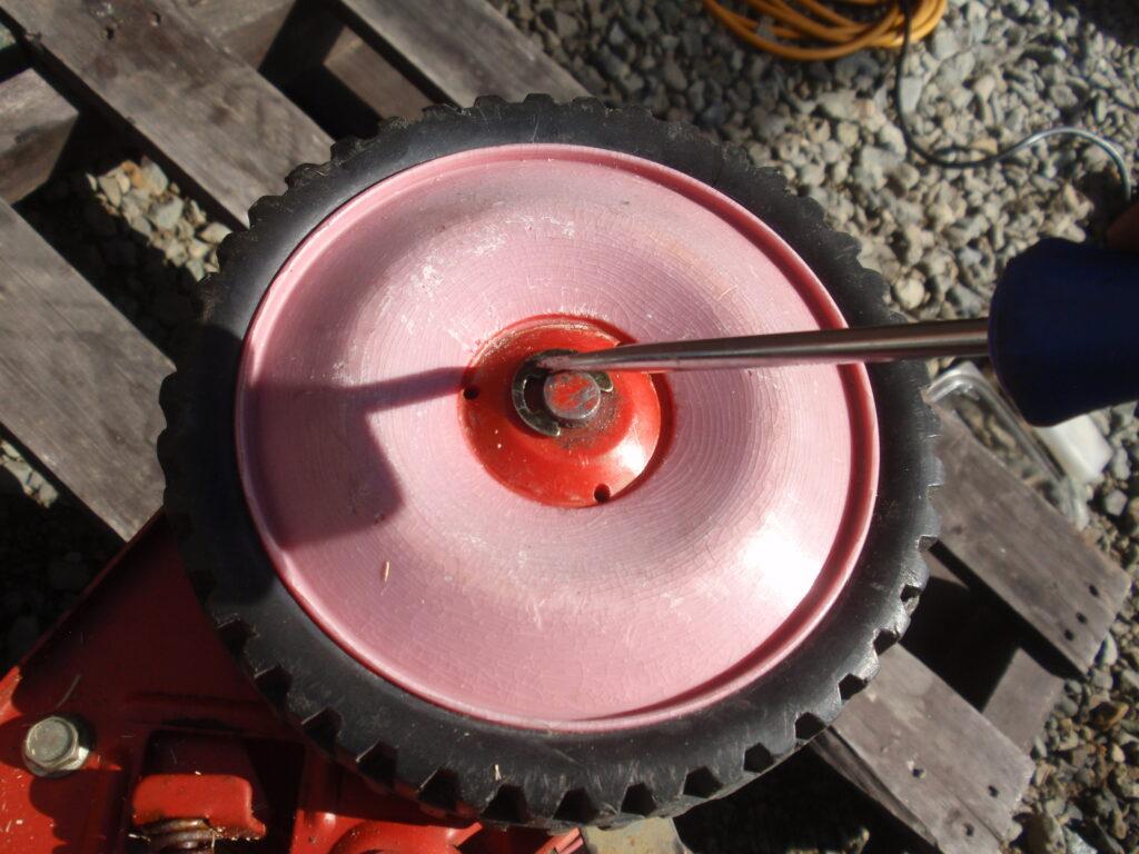 手押し式芝刈り機の刃の研磨 回転刃の逆転方法 手順2