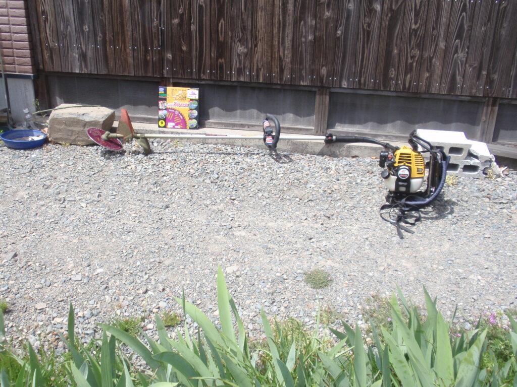 刈払い機(草刈り機)で高枝切り