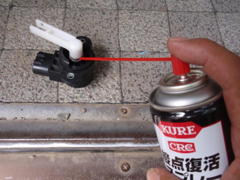 トラクターの作業機上下センサーの接触不良を直す2